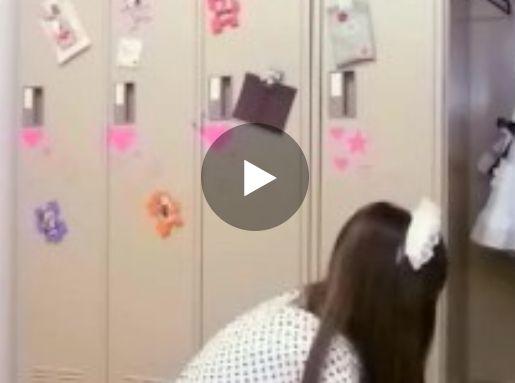 キャバ嬢の着替えとおしっこを盗撮した動画